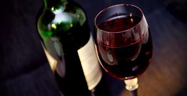 Demence: ovlivňuje pití vína zdraví našeho mozku?