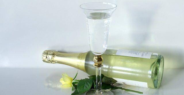 Znáte rozdíly mezi perlivým a šumivým vínem?