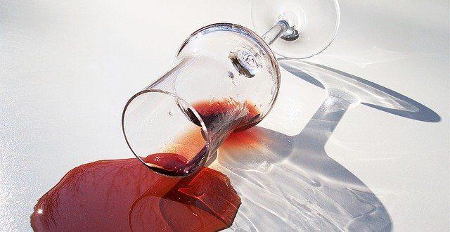 Jak vyčistit skvrny od vína
