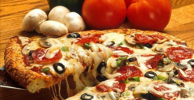 Kousek Itálie u vás doma vykouzlí pizza a lahodné víno