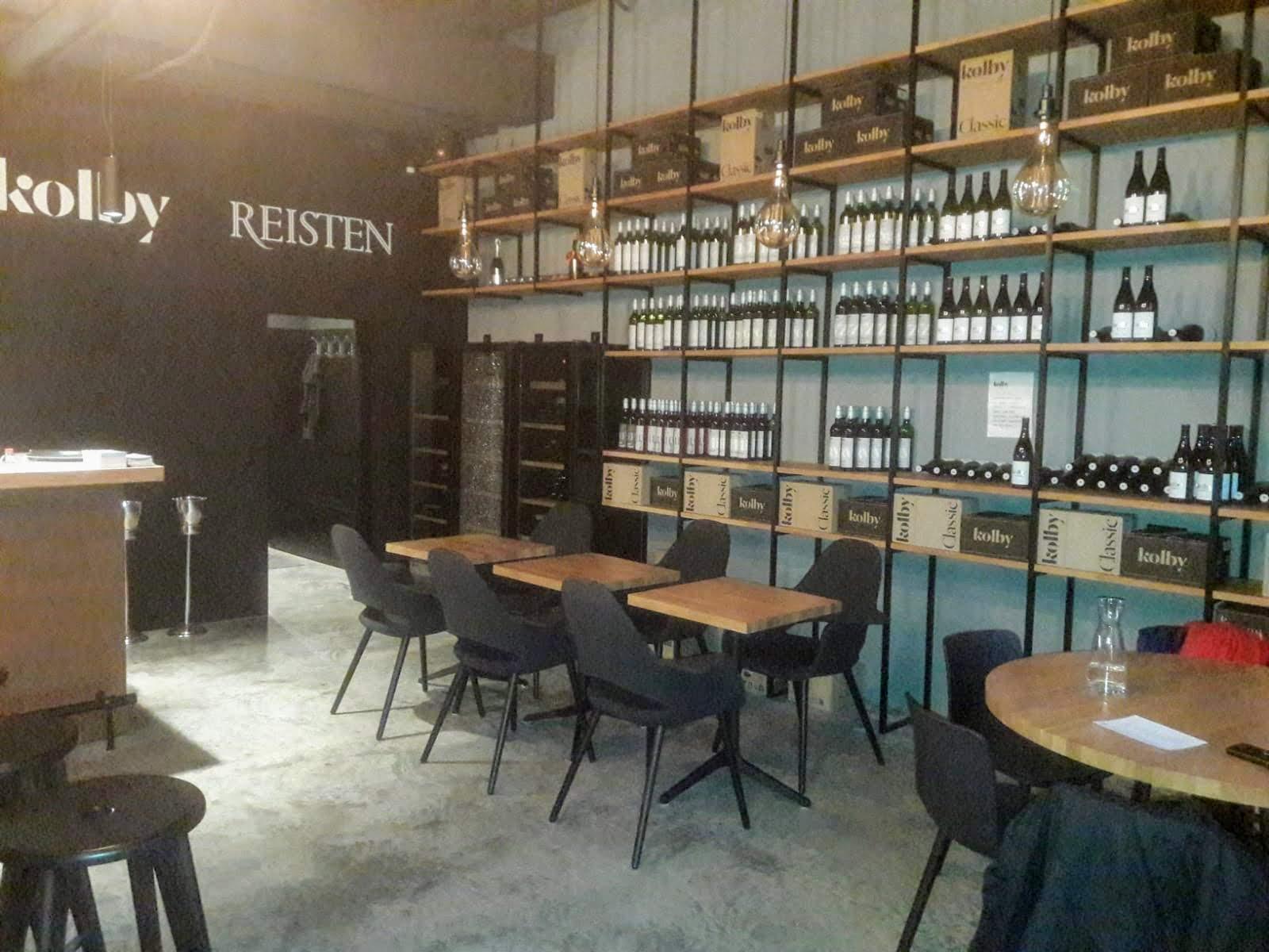 Dobré víno ve vinný bar Kolby