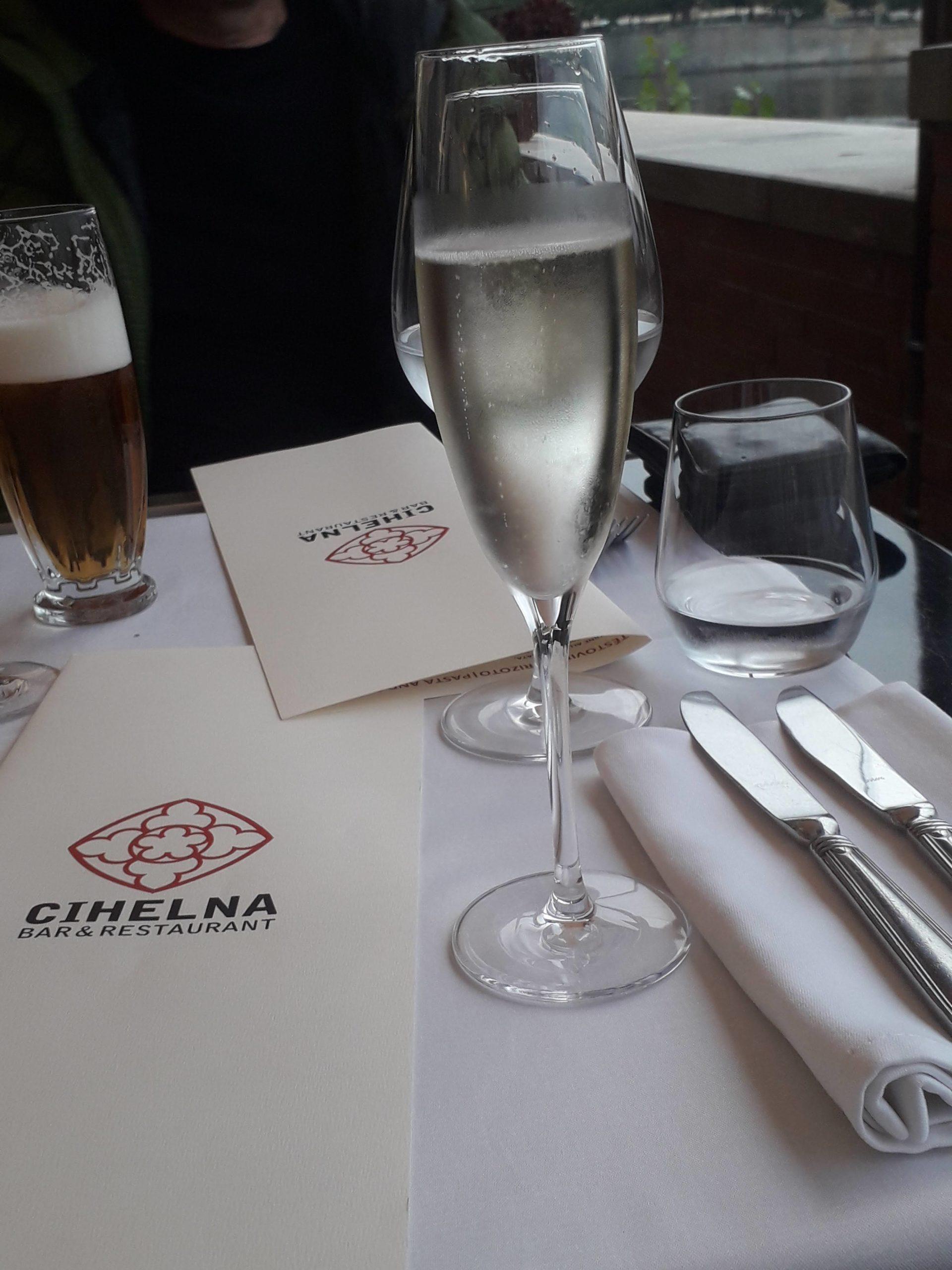 Dobré jídlo a víno v Hergetova Cihelna